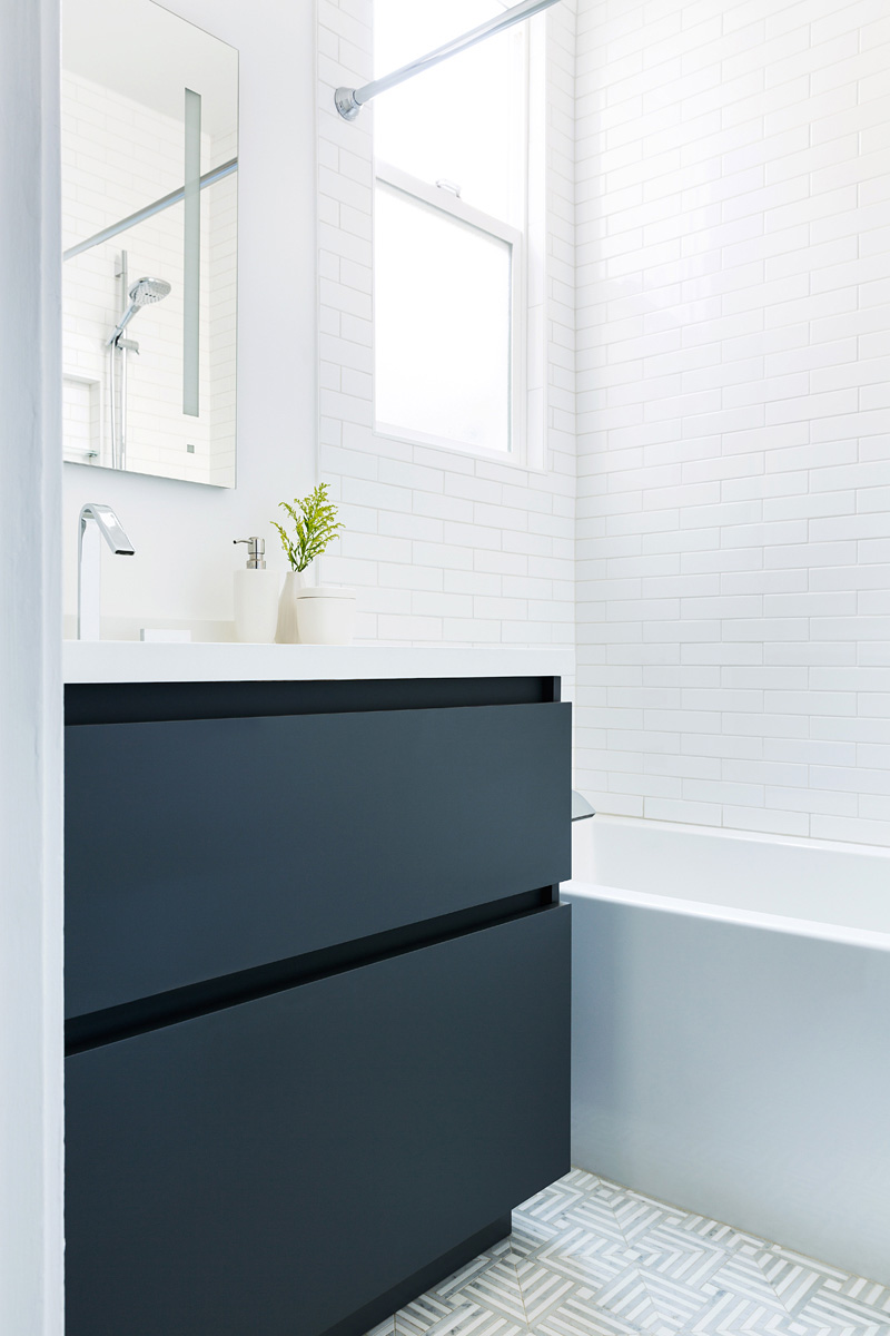 bathroom_interior_navy