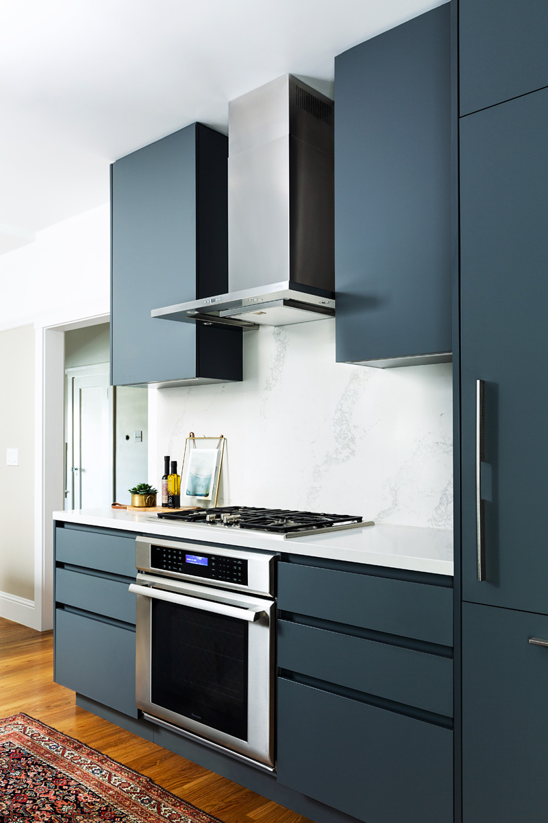 kitchen_interior_navy_stove